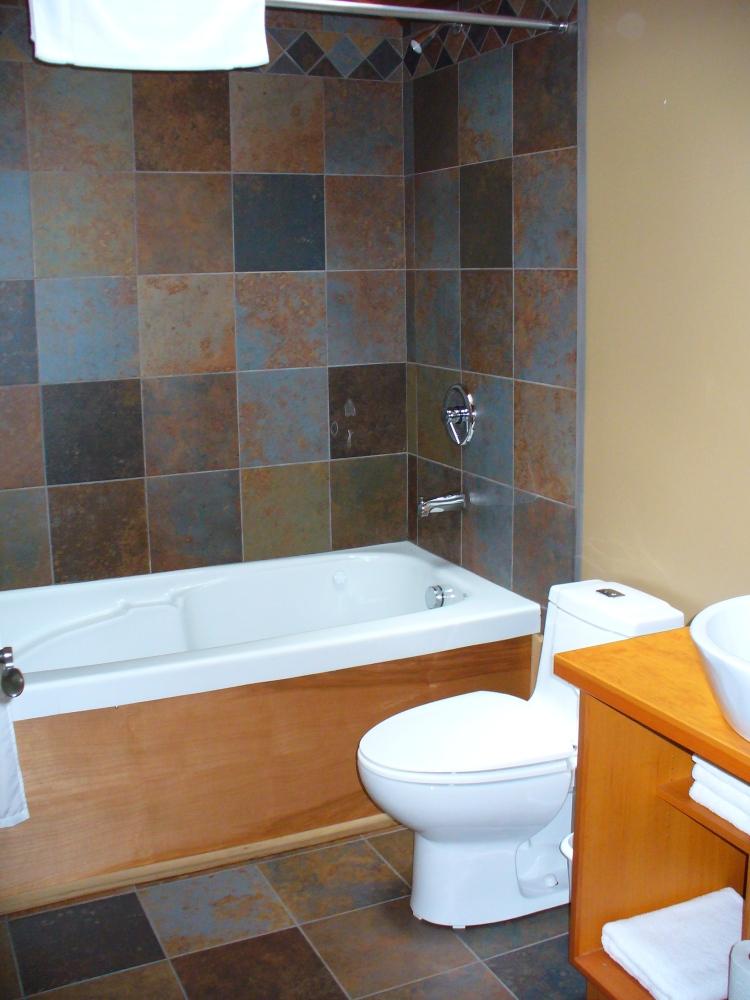 2009 05 10 Tofino Cabin Bathroom