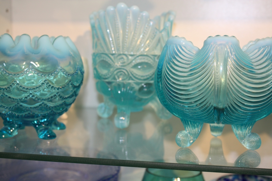 Opalescent Glass - rose bowls and spooner (photo Sue Womersley)