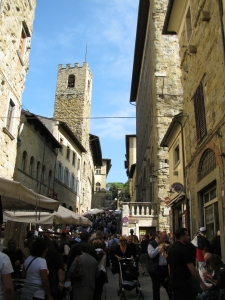 via Cavour, via G. Monaco, via Dell Orto, via A. Cesalpino and Courso Italia are all pedestrian friendly streets within the city walls