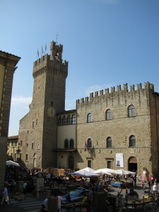 Piazza Grande, Arezzo - photo Sue Womersley