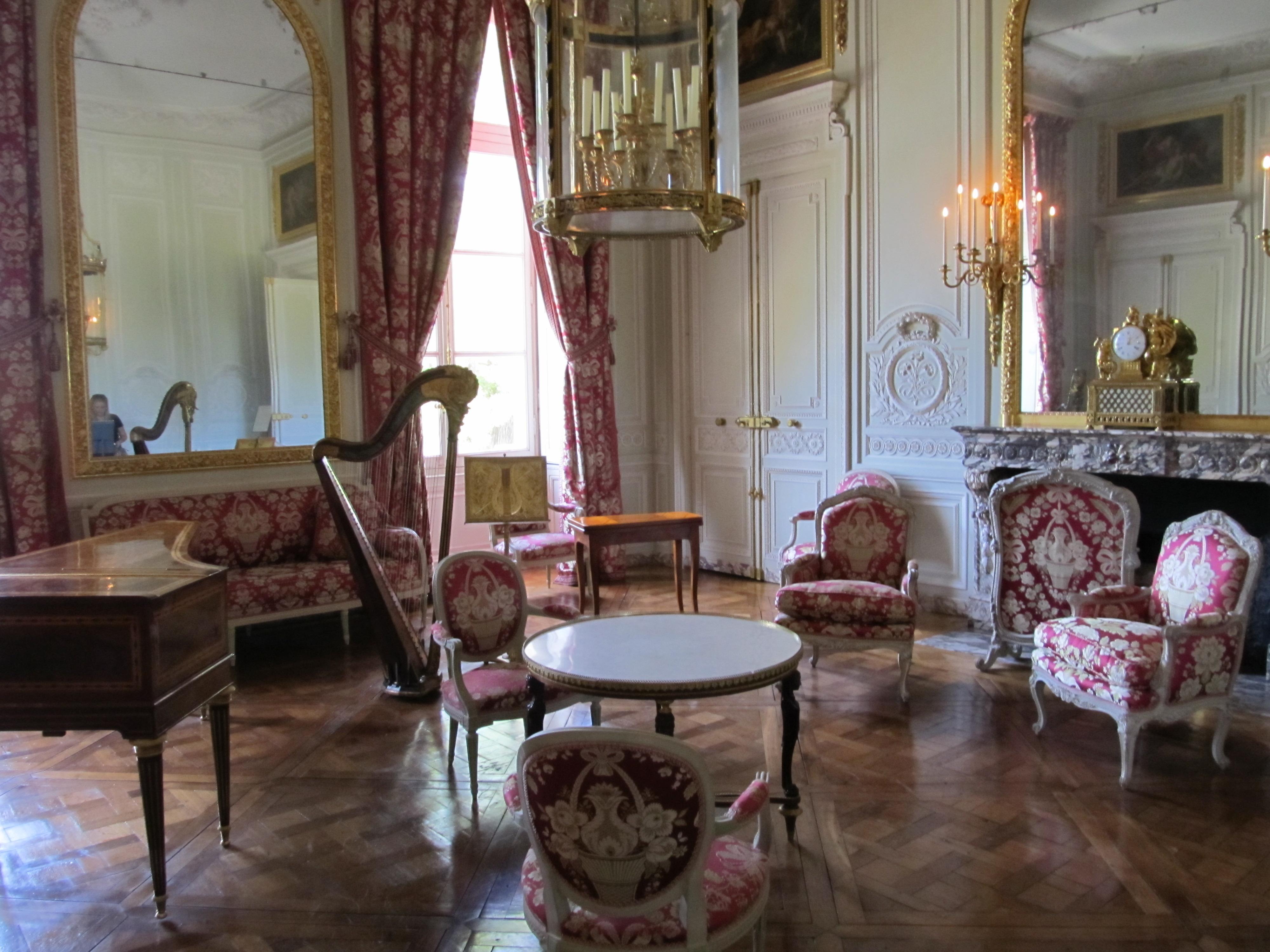 Decorating by marie antoinette decorata design musing for Salon de versailles