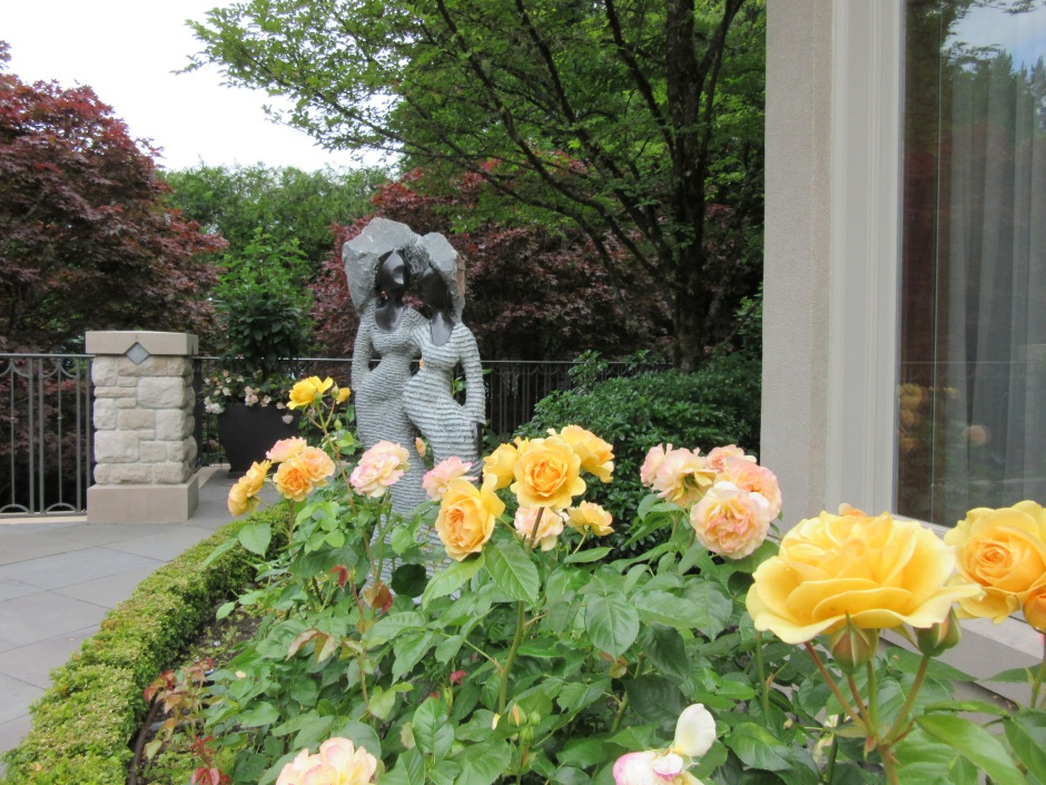 rose garden sculpture