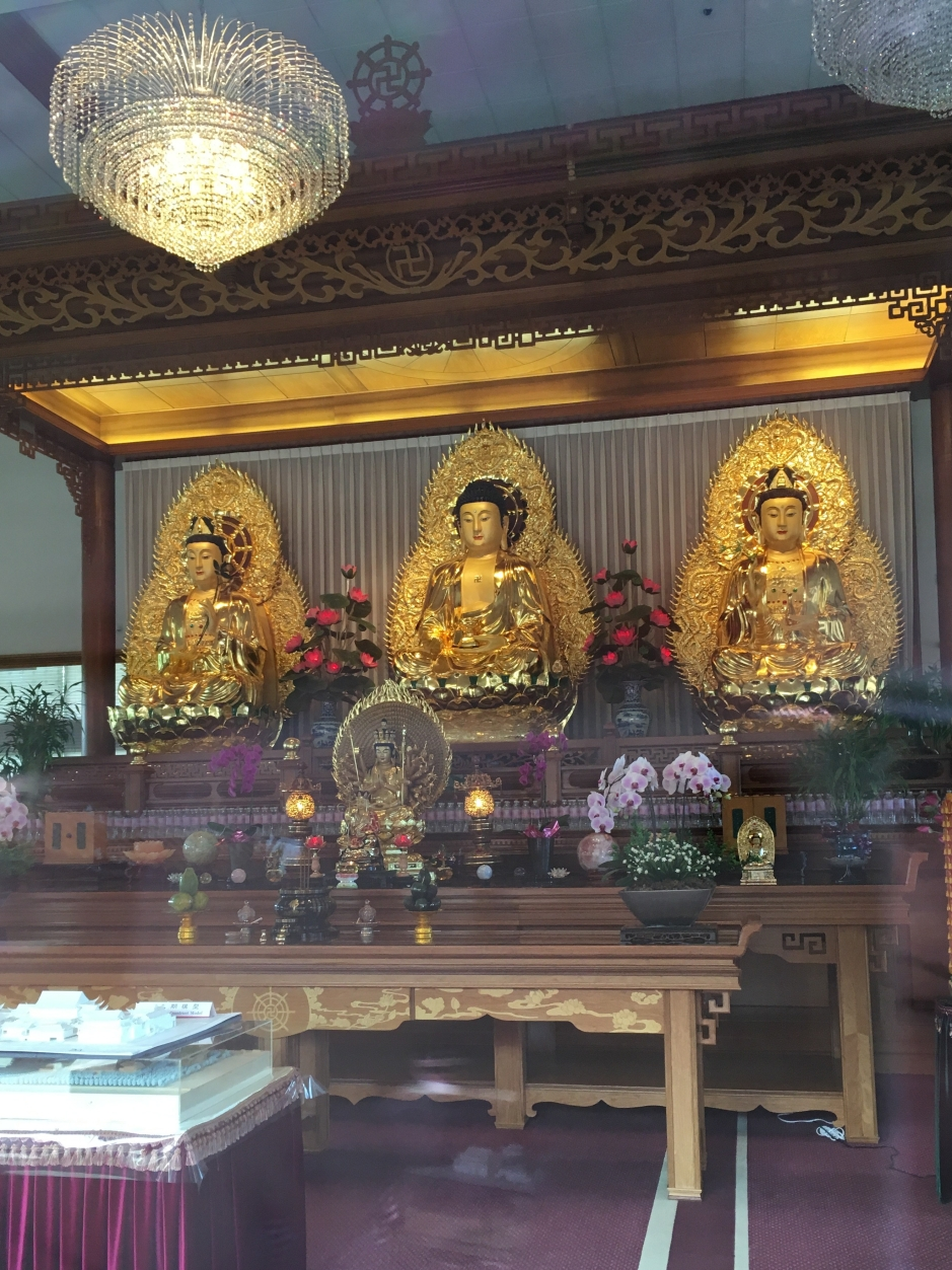 3 golden statues